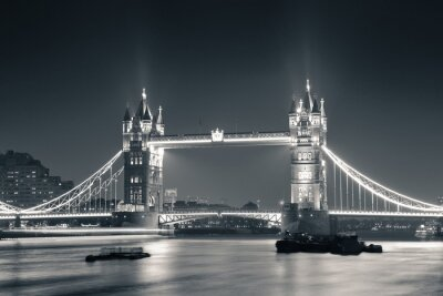 Wall mural Tower Bridge at night in black and white