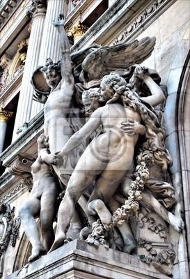 Скульптуры, украшающие здание Гранд Опера в  Париже