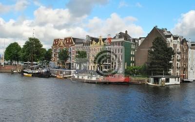 На канале в Амстердаме
