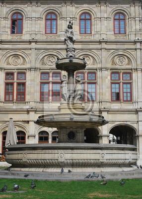 Фонтан возле Венской оперы