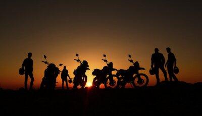 Wall mural gündoğumu izleyen motorcular