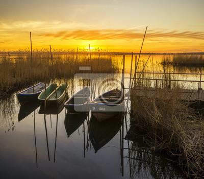 Zachód słońca nad przystanią rybacką