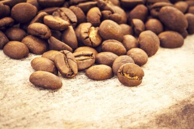 Poster Coffee beans on wooden background
