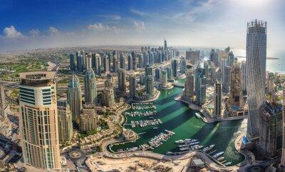 Poster DUBAI, UAE - OKTOBER 10: Modern buildings in Dubai Marina, Dubai