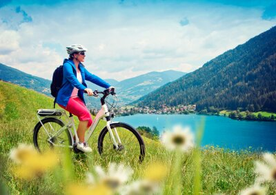 Poster girl with e-bike in nature / e-power 04