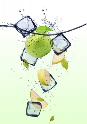 Poster Green apple slices with ice cubes