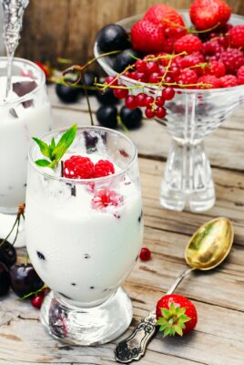 Poster Ice cream with berries and mint