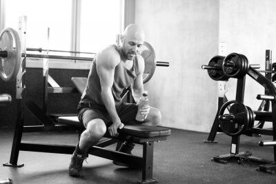 Poster Mann im Fitness Studio