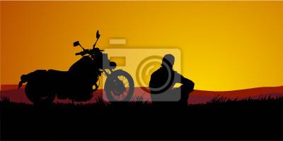 motociclista al tramonto