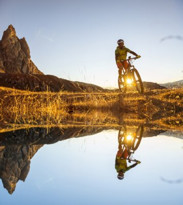 Poster Mountain bikers on the lake