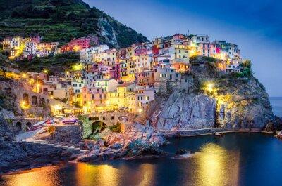 Poster Scenic night view of colorful village Manarola in Cinque Terre