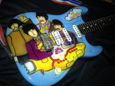 Poster The Beatles Yellow Submarine theme airbrushed on a stratocaster guitar