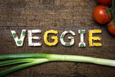 Poster Wort Veggie aus verschieden belegten Broten mit Tomaten und Frü
