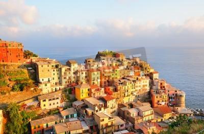 Sticker Picturesque sunset in colorful Manarola village (Cinque Terre, Italy)