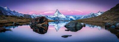 Sticker Stellisee in der Schweiz mit Matterhorn im Hintergrund Panorama