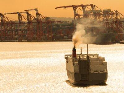 Sticker 出航する貨物船