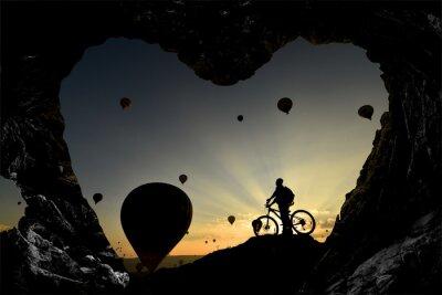 Sticker mağara deliklerinden balonlara bakış